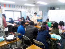 福生教室授業の様子。平日日中、学校代わりに通所する子どもも多い