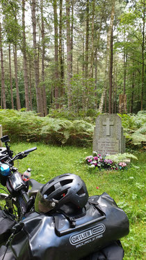 Ein Grab im Wald
