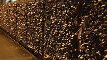 Hohenzollernbrücke locked up