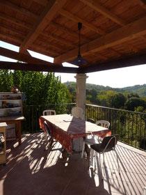 La terrasse (vue sur la vallée)