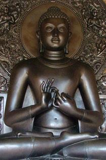 """Buddha ist ein Titel und bedeutet """"der Erwachte""""."""