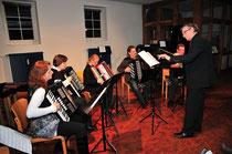 Das Akkordeon Archester der Musikschule unter Leitung von J. Schaubert