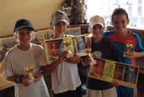 Die ersten vier der Boys 10 freuen sich über ihre Preise