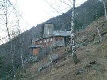 Baufällige Baracke aufgenommen beim Wandern von Dorf Tiroler