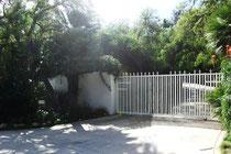 Eingangstor von Axls Villa 2012