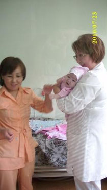 Гематологи. 40 дней ребёнку. Пациенка в новом розовом наряде