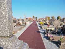 Allée centrale du cimetière - Octobre 2011