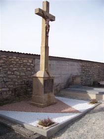 Ancien cimetière - Croix de Mission - Octobre 2009 - Cliquez pour agrandir la photo