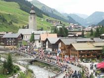 Großer Festumzug beim 67. Arlberger Musikfest von 14. bis 16. Juli 2017 in Lech am Arlberg