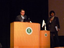 JSBi会長 松田氏(左)、高野良教授(琉球大学)