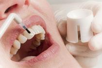 Die Professionelle Zahnreinigung - eine Investition in die eigene Gesundheit © proDente e.V.