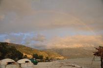 Man beachte den Regenbogen!