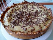 Pastel de crema pastelera y chocolate