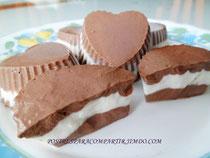 Bombones helados de chocolate y cacahuete