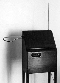 Theremin fabricado por la empresa RCA. Fue muy popular en los años 30 y sólo se fabricaron unas 500 unidades.