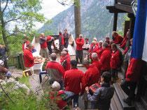 Aufnahmefeier vor der Hütte