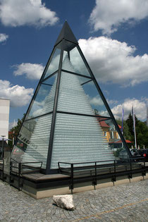 Pyramida z křišt'álu