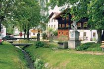 Glasstraße: Arnbruck Dorfplatz