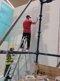 Airbruh Künstler bemalt ihre Deckenwand Garage Tor Zaun Mauer