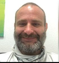 Graffiti Künstler bemalt ihre Deckenwand Garage Tor Zaun Mauer