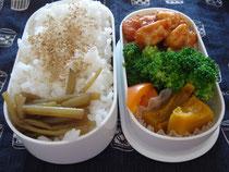 鶏ささみのケチャップ炒め(一番奥)