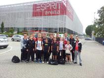 Die Truppe vor der Düsseldorfer Esprit-Arena