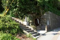 儀保交番所隣りの御嶽入口