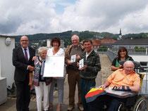 Senioren und Schwalbenglück über den Dächern von Bergneustadt