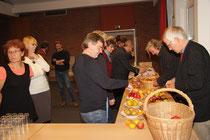 """Interessierte Besucher erfreuen sich am """"Slow Food"""""""