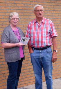 Eheleute Meier mit Schwalbenplakette