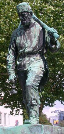 """Bronzestatue des Bergmanns """"Henner"""""""