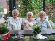 Unsere 3 Damen der plattdeutschen Sprache Else Stania, Helene Pankoke, Wilma Siemon († 10. Mai 2011)