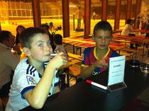 Nemi und Luka beim Boxenstopp
