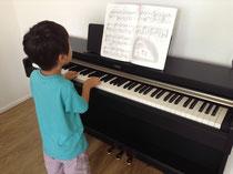 電子ピアノ買いました。日本製なので、日本で買うより高い