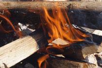 燃える心の炎をイメージしてみました。
