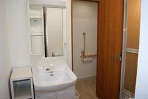 親族専用スペース内にトイレ・シャワー室