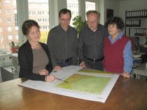 Prüfung einer Korrekturfahne durch die Bearbeiter im Geologischen Landesamt Hamburg. Foto: Geologisches Landesamt Hamburg