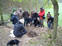 """Teilnehmerinnen und Teilnehmer des """"Symposium and Field Workshop on Soil Dynamics and Paleoecology in Middle to Late Quaternary Landscapes"""" an einer spätglazialen Düne. Foto: S. Döhler"""