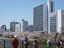 飯田橋の駅前