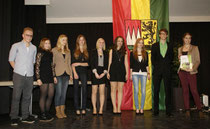v. l.: Vertreter der Jury, Antonia Gehring, Lea Jahn, Janina Klemm, Jennifer Baum, Jana Hümmer, Nina Dorband, Dominik Baum, Fenja Jahn