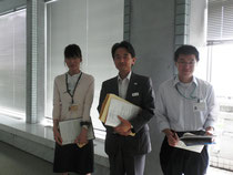 左から 案内してくださった藤田さん 若林館長 同じく案内してくださった寺田さん
