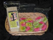 左から「岐阜県産小麦粉使用かくふ」     「彩りもみじ麩」「彩りさくら麩」