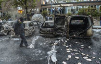 A morte do emigrante português desencadeou uma violenta onda de protestos nos subúrbios de Estocolmo.