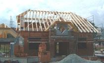 EFH mit aufwendigem Dachstuhl