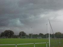 Zwischenzeitlich musste das Spiel wegen Unwetter unterbrochen werden