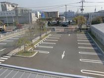 駐 車 場
