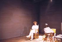 """Ich vor einer Graphitwand in der Ausstellung """"18s Augen/Blick/Portrait"""" von Jim Rakete im Deutschen Filmmuseum Frankfurt"""