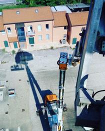 Rimini gru Piattaforma aerea 46 metri sito telefonia Forlì