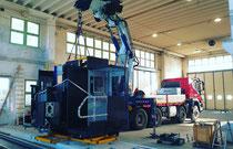 Rimini gru noleggio camion gru per scarico e montaggio macchinario Soraluce