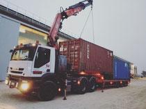 Rimini gru consegna container a noleggio con bilico possibilità di trasporto di due contenitori in contemporanea